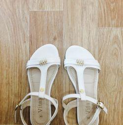Vindem sandale noi