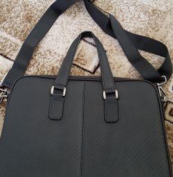 Danielle Patrici'den dizüstü bilgisayar çantası.