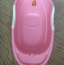 Bebek banyo ve termometre