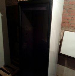 Frigider cu ușă de sticlă