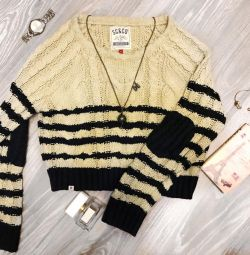 Stylish sweater oversize