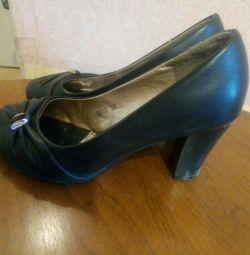 Yüksek topuk ayakkabı