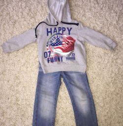 Jeans + Sweatshirt