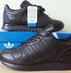 Кроссовки Adidas ZX 700 Новые