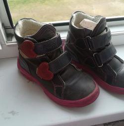 Οι μπότες πέφτουν, το άνοιγμα 28 το μέγεθος