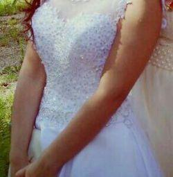 Gorgeous snow-white dress.