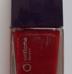 Lac de unghii roșu Oriflame Beauty Nail Color