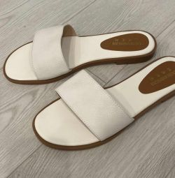 New leather slippers. Size 41 (26.5 cm)