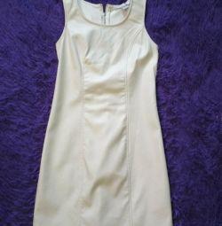 Платье молочного цвета под кожу