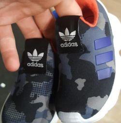 Кроссовки adidas оригинал новые
