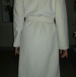 Το παλτό ήρθε από την Ιταλία.