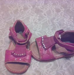 Sandale, 3 perechi, folosite.