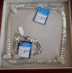 Продам новый серебряный набор (колье + браслет).