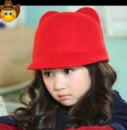 Pălărie nouă pentru fete.