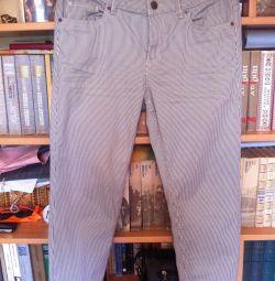 İnce bir şeritte pantolon