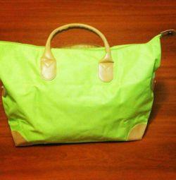 Ευρύχωρη τσάντα