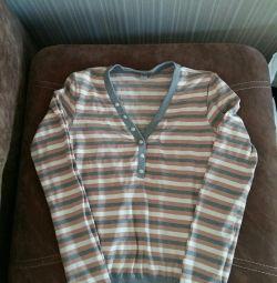 Bluze diferite 3 buc p.44-46 pentru 100 de ruble.