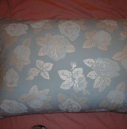 Yeni yastıklar ve tüy