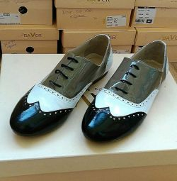 Stylish oxfords, size 40.