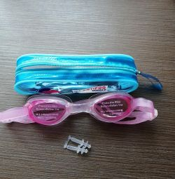 Swimming goggles + ear plugs