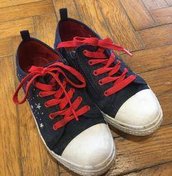 Ανδρικά παπούτσια για το κορίτσι, μέγεθος 34. Χρησιμοποιείται