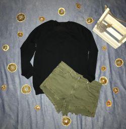Women's sweatshirt and shorts