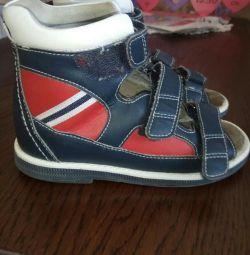 Orthopedic children's shoes