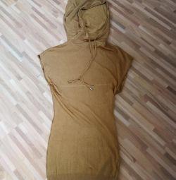 Φόρεμα με κουκούλα ΑΓΑΠΗ ΔΗΜΟΚΡΑΤΙΑ