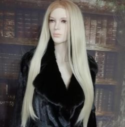 Πανέμορφη περούκα από τη φύση. μαλλιά.