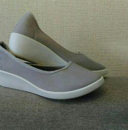 Pantofii sunt noi