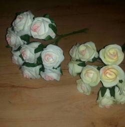 Buchetele se dubleaza pentru mireasa de trandafiri