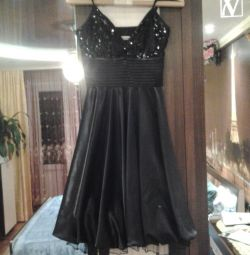 Evening dress is very beautiful.