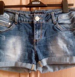 Femei, pantaloni scurți denim în stil de tineret