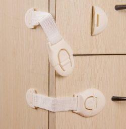 10pcs locks on the cabinets