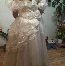 Φόρεμα στο πίσω μέρος του κορσέ