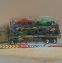 φορτηγό με ρυμουλκούμενα στο ρυμουλκούμενο (νέο)