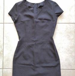 Κλασικό μαύρο φόρεμα