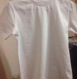Το μπλουζάκι είναι λευκό
