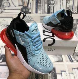 Adidasi femei Nike Air Max 270