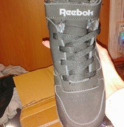 Μπότες για ένα νέο αγόρι!