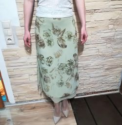 Φούστα με χρώμα σαλάτας-φιστικιάς