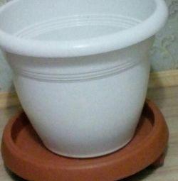 Oală cu suport pe roți 15 litri.