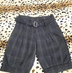 Pantaloni scurți pentru fete 44 de dimensiuni.