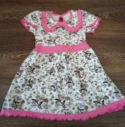 Vând o rochie nouă pentru copii.
