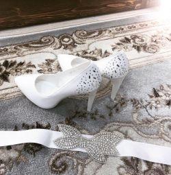 Pantofi de piele de nuntă noi