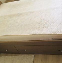 Διπλό κρεβάτι με πεζοδρόμια