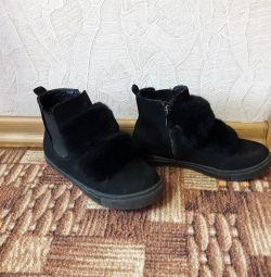 Продам ботинки весна-осень.