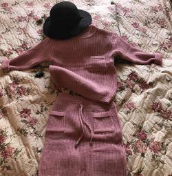 Set nou tricotat (fusta + pulover) timp de 4 ani