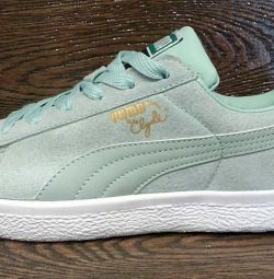 Puma Clyde Women's Sneakers