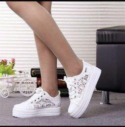 Кружевные туфли-кроссовки на платформе